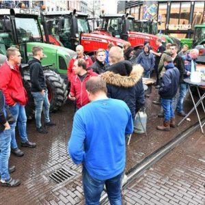 regio15-boeren-in-de-haagse-binnenstad-met-hun-tractors
